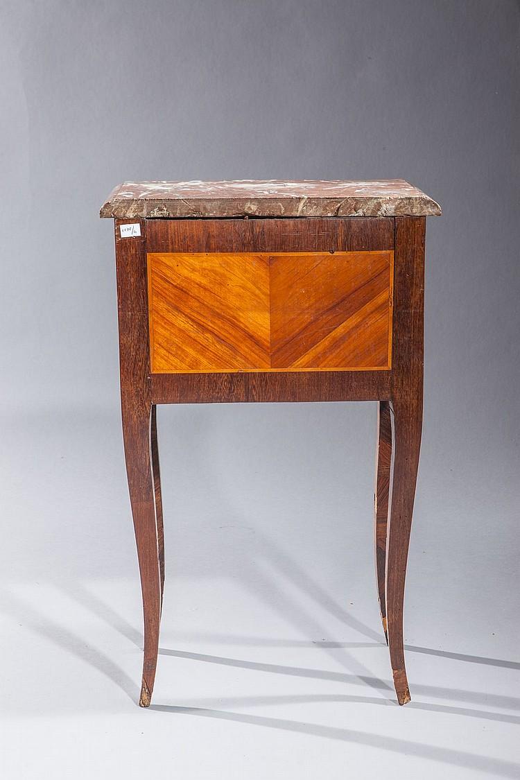 Maison En Bois Pour 100000 petite table de milieu en placage de bois de rose et