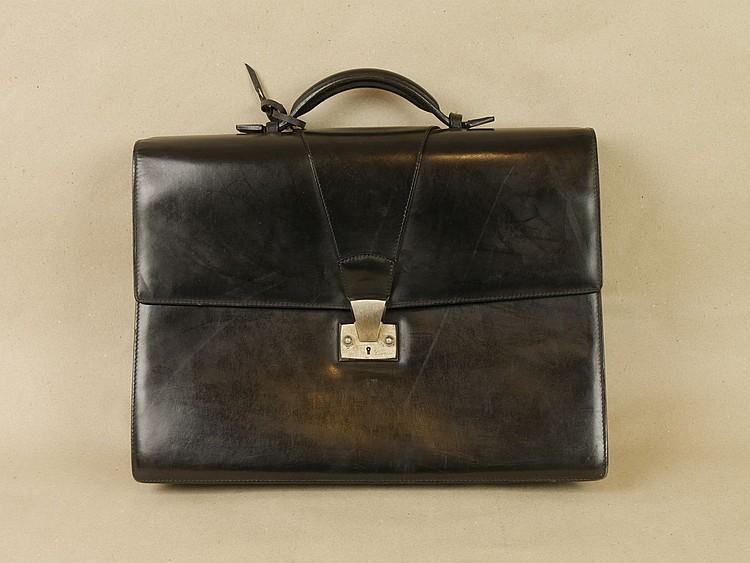 Cartier une malette en box noir for Malette couture