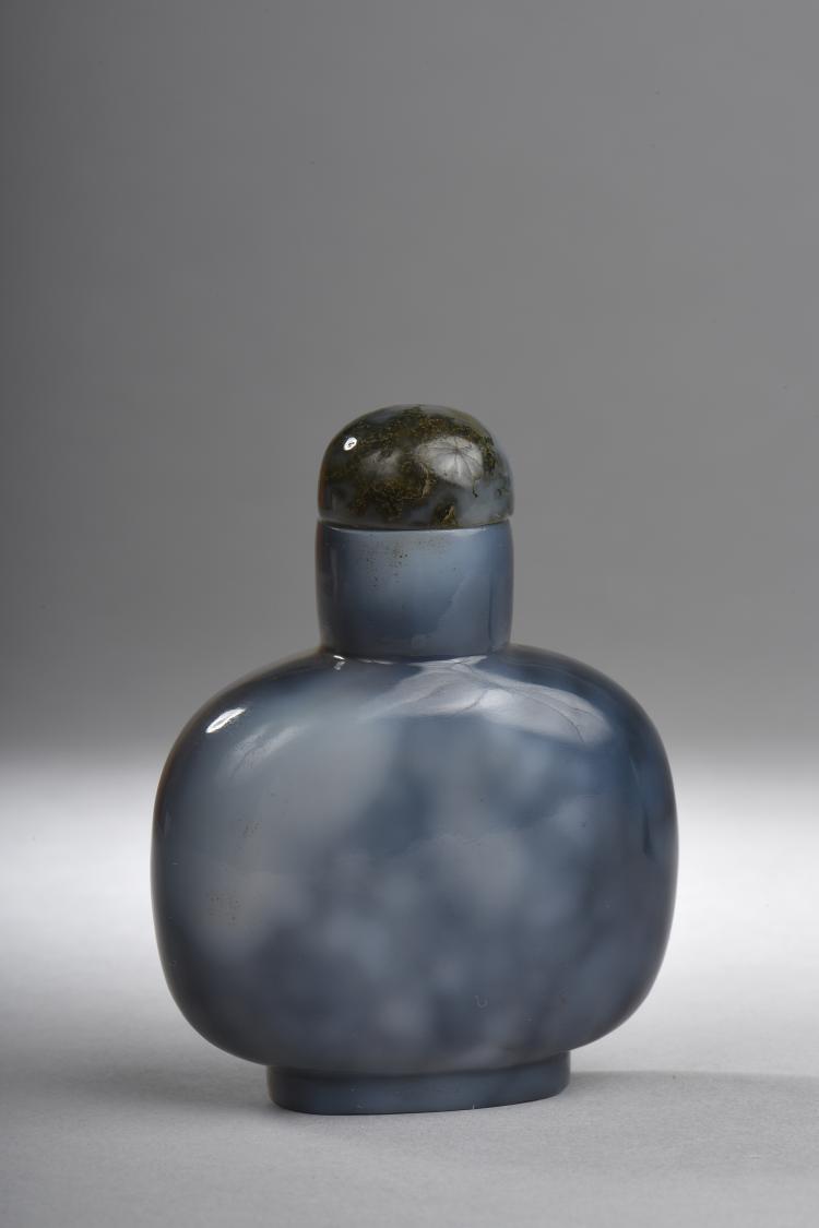 Tabatière en verre de Pékin imitant une agate grise.