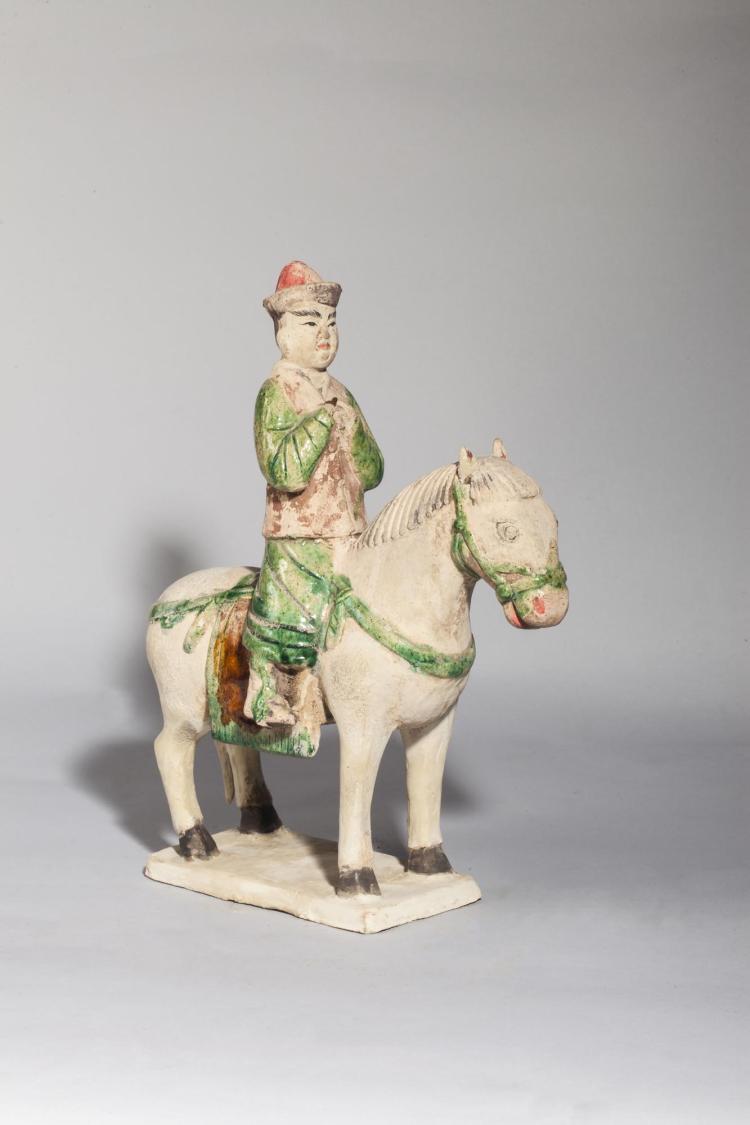 Cavalier dignitaire sur sa monture.