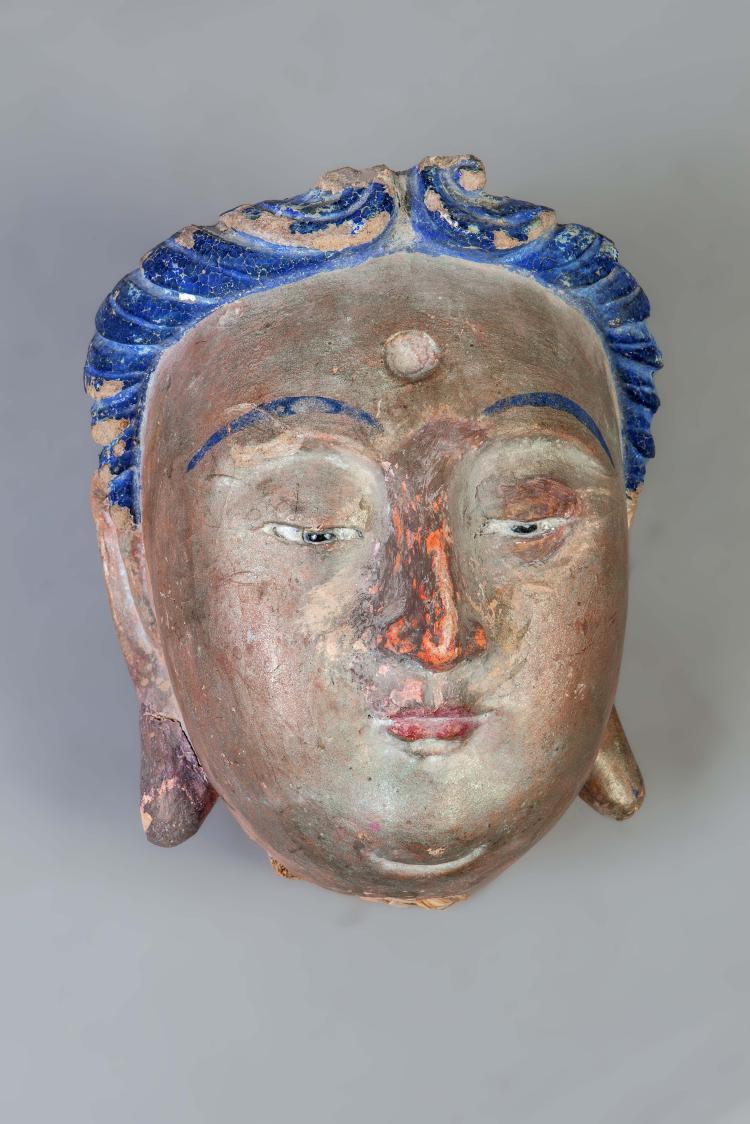 Tête de Bodhisattva à l'expression sereine,