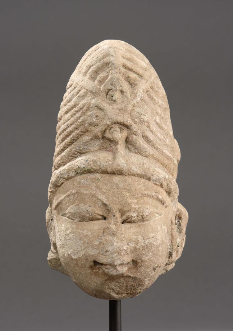 Tête de Shiva coiffée du haut chignon d'ascète.