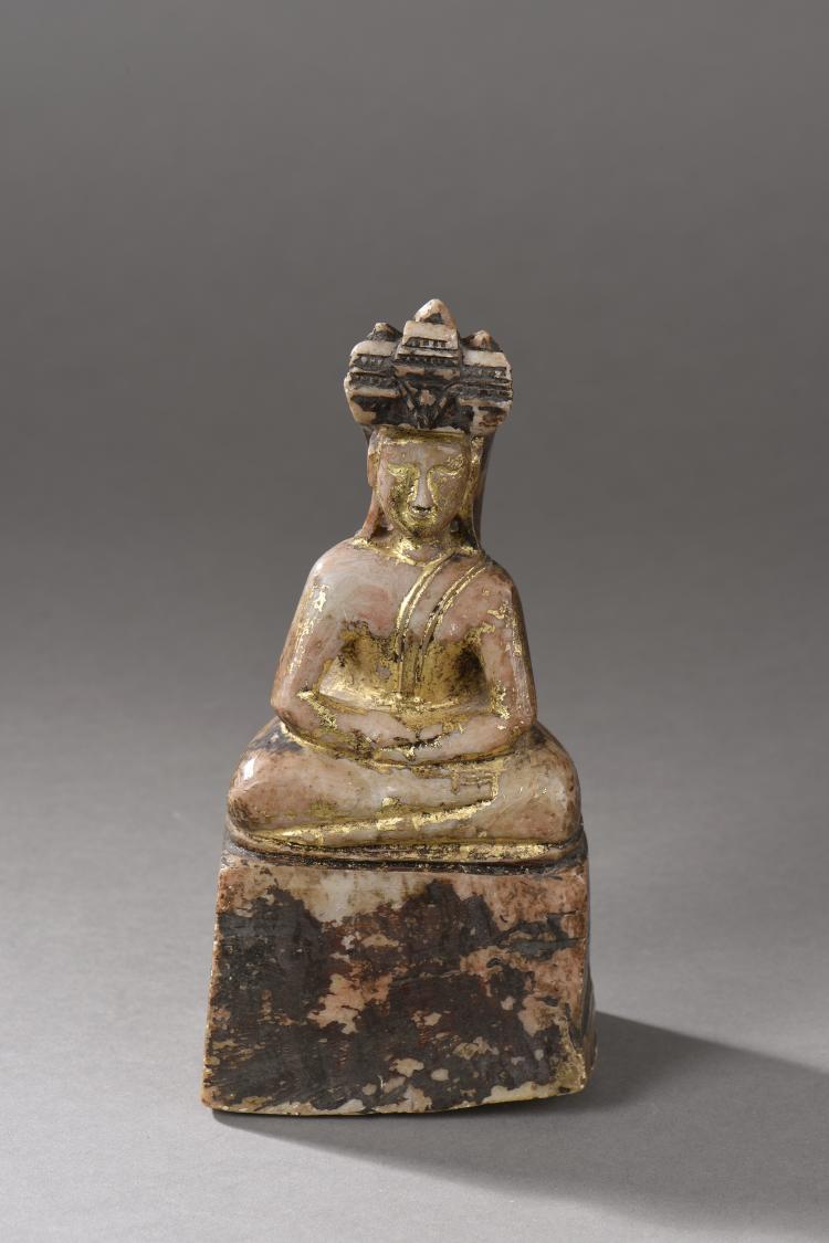 Buddha Mucilinda protégé par un chaperon à tête de cobra tricéphale.