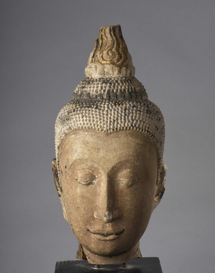 Importante tête de Buddha à la beauté juvénile ,