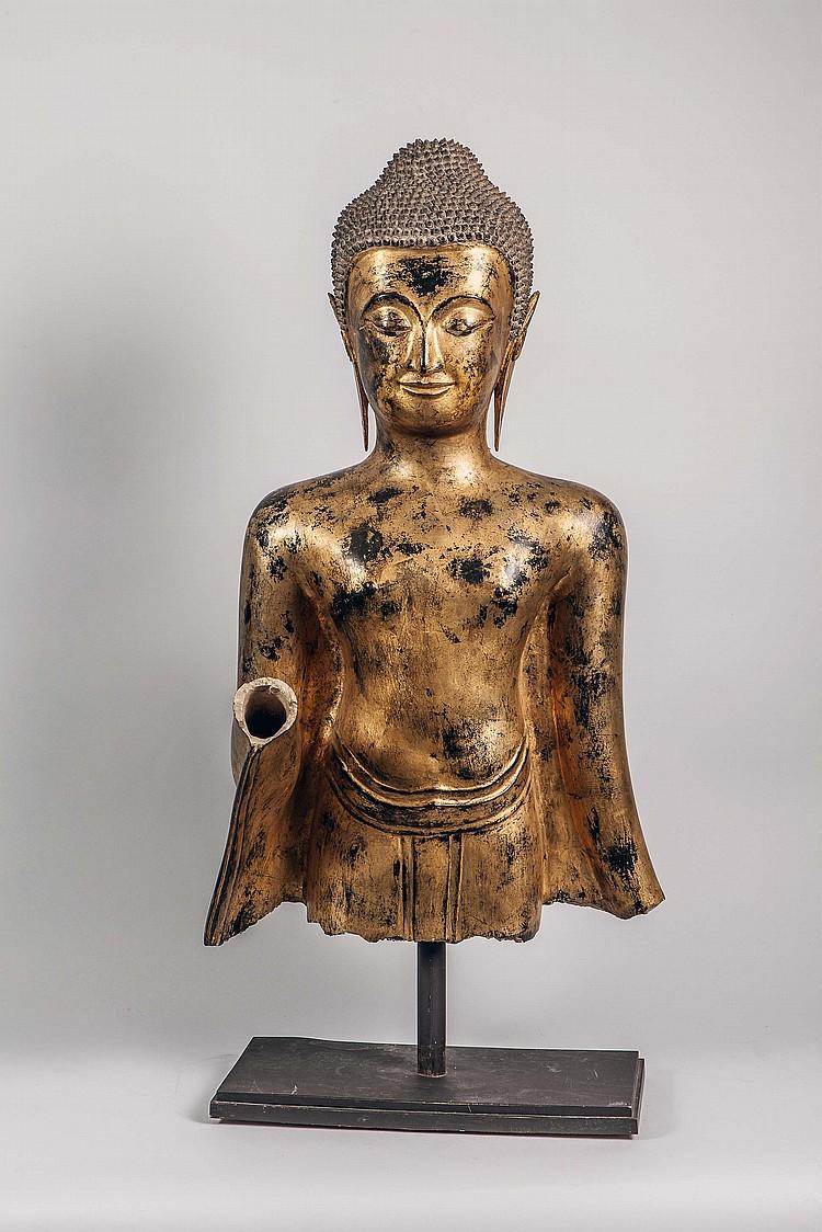 Buste de Buddha qui devait être dans la posture d'abaya mudra,