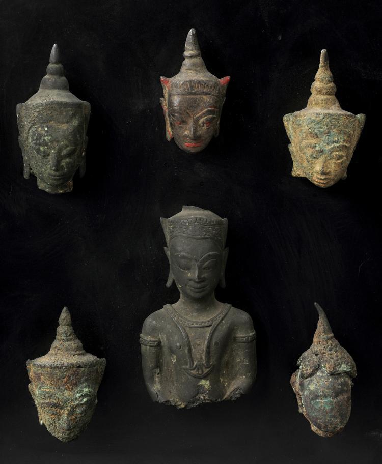 Suite de cinq têtes et d'un buste de Buddha couronnées de la tiare à ailettes.