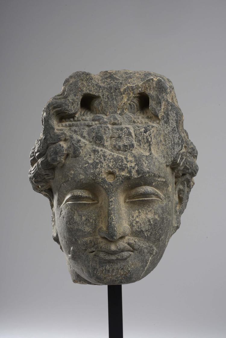 Tête de Boddhisattva au visage serein,