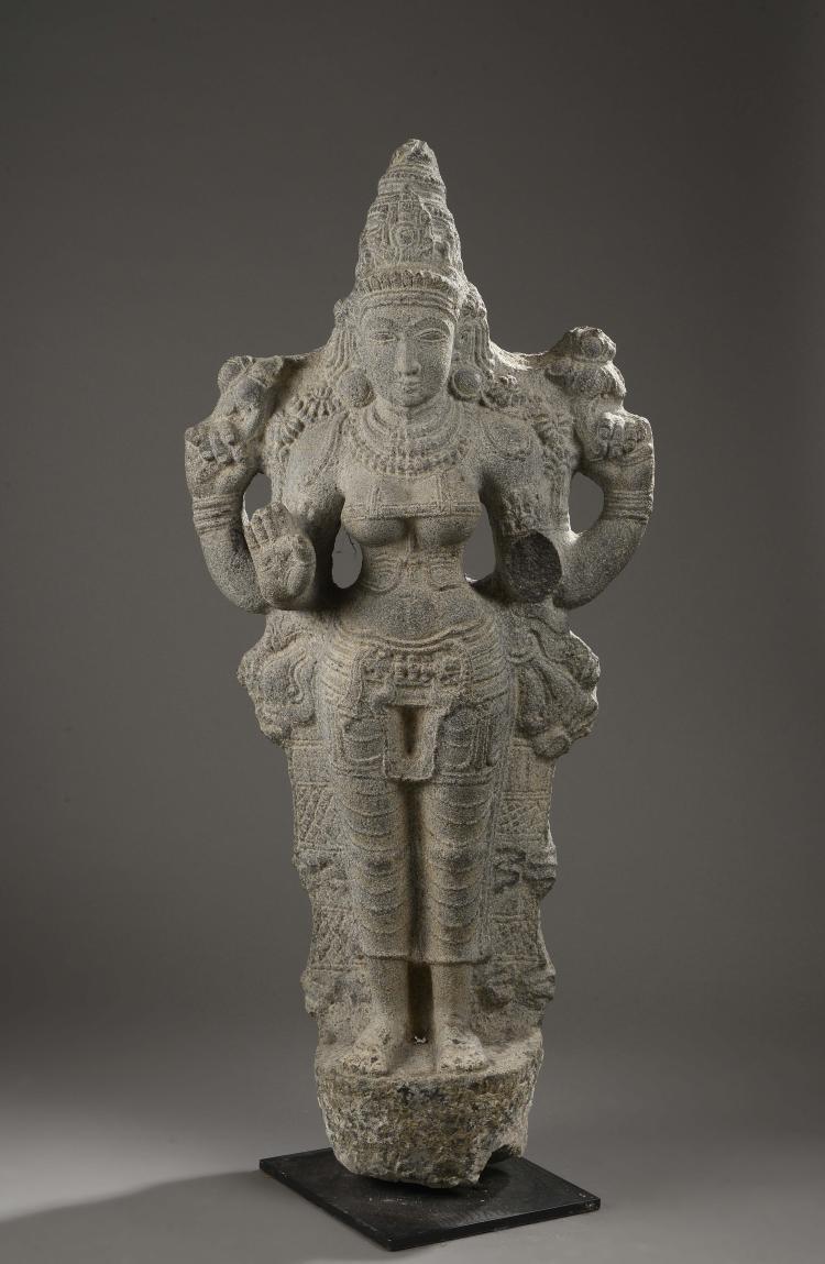 Lakshmi debout dans une posture hi ratique coiff e de la hau for 207 haute antiques