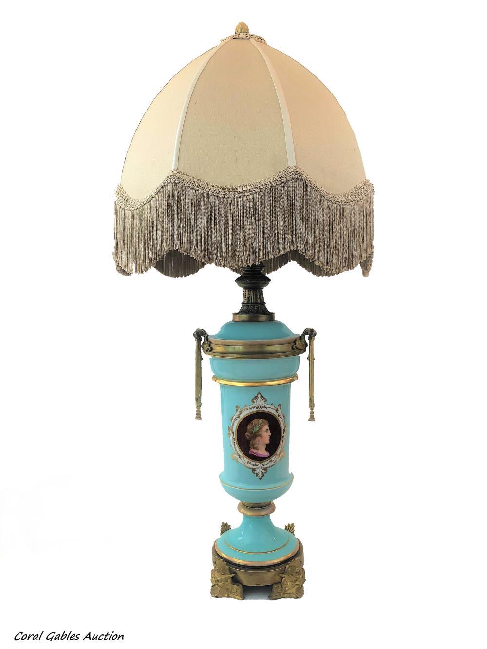 Opaline and bronze lamp