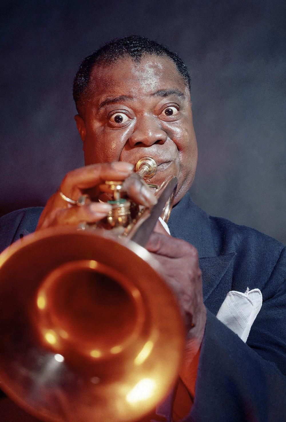 Eliot ELISOFON (1911-1973) Louis Armstrong jouant de la trompette. Etats-Un