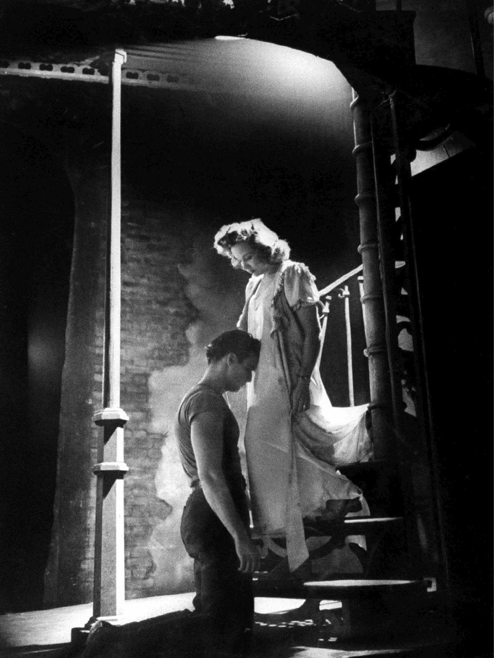 Eliot ELISOFON (1911-1973) Marlon Brando et Kim Hunter dans une scène de la