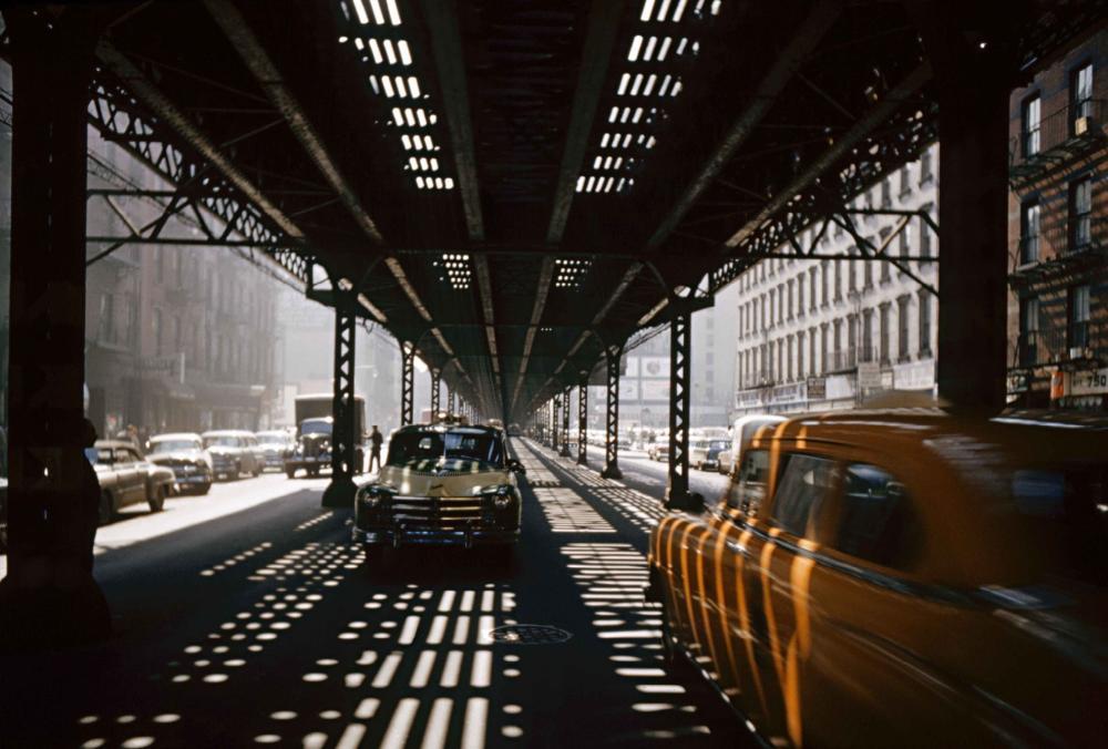 Eliot ELISOFON (1911-1973) Vue de la circulation sous la voie ferrée de la