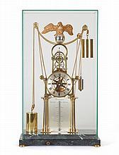 Pendule de cheminée en laiton doré avec suspension des poids et un dé