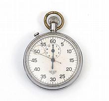 HEUER - Montre chronographe en acier signée Heuer, cadran blanc avec