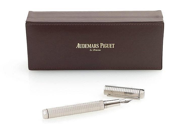AUDEMARS-PIGUET - Stylo plume en acier avec décors cadran Royal Oak s
