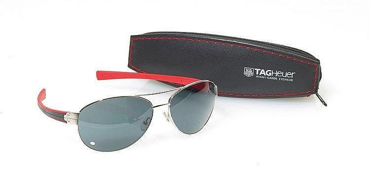 TAG HEUER - Lunette style pilote signée Tag Heuer avant-garde Eyewear.