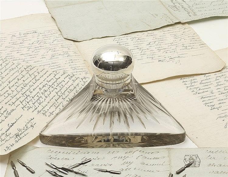 Encrier en cristal Art Déco des années 1920/1930 de forme triangulair
