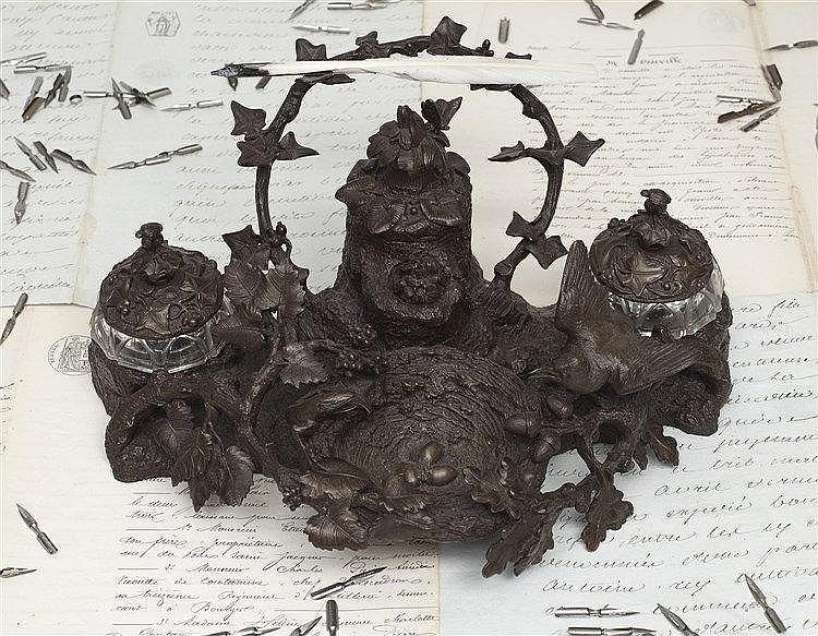 Encrier à système en bronze à patine brune, pièce de commande réalisé