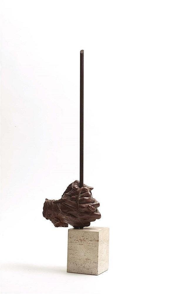 IGOR MITORAJ (NE EN 1944) MAINS Bronze à patine brune et pierre Signé en cr