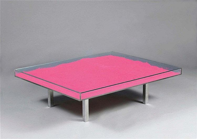 YVES KLEIN (1928-1962) TABLE ROSE Pigments purs (rose), plexiglas, verre et