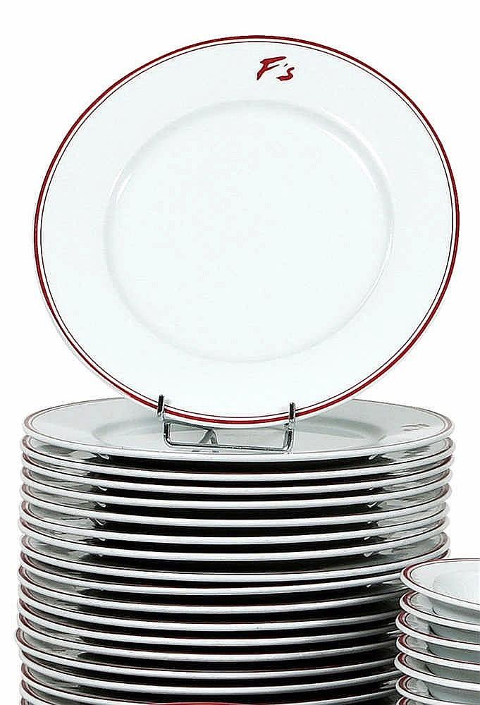 ensemble de vingt quatre assiettes plates de 26 5 cm en porc. Black Bedroom Furniture Sets. Home Design Ideas