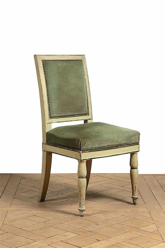 Chaise dossier plat de forme rectangulaire en bois relaqu for Chaise bois solde