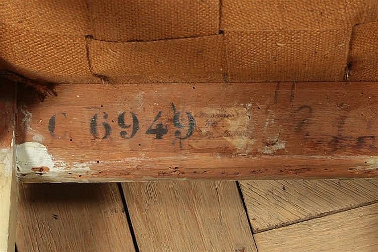 Chaise dossier plat de forme rectangulaire en bois relaqu for Chaise en forme de main