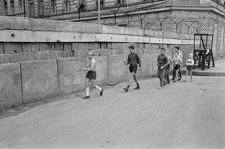 Daniel Camus (1929-1995)  Le long du mur de Berlin, le 24 août 1962, des