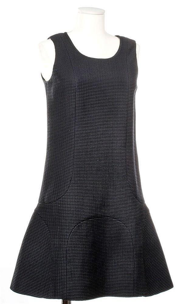 CHANEL COLLECTION PRINTEMPS/ETE 2012 Petite robe noire sans manche en c