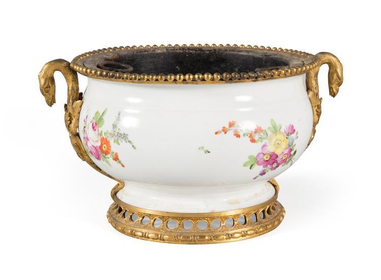 Jardiniere de forme cylindrique en porcelaine blanche d co - Applique porcelaine blanche ...