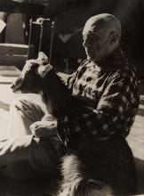 Edward QUINN (1920-1997) - PICASSO ET LA CHÈVRE QUE LUI A OFFERTE SA COMPAGNE JACQUELINE ROQUE