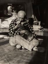 Edward QUINN (1920-1997) - PICASSO DANS SON SALON ATELIER DE LA VILLA CALIFORNIE