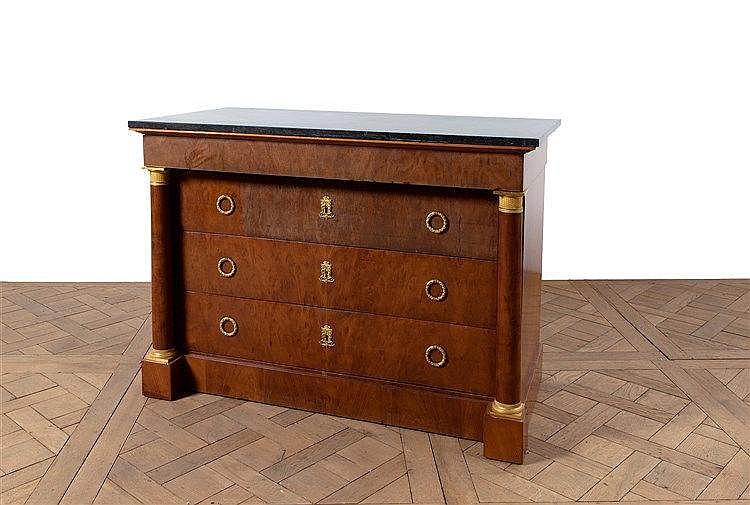 Commode de forme rectangulaire en acajou et placage d acajou - Commode trois tiroirs ...