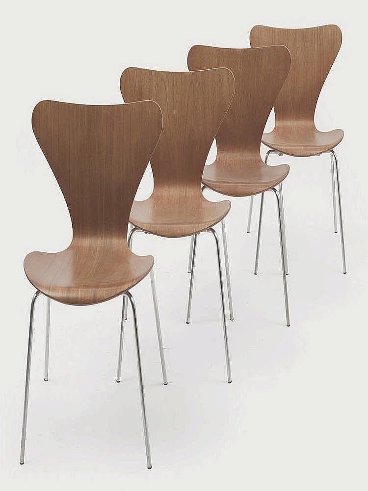 arne jacobsen 1902 1971 suite de quatre chaises empilables. Black Bedroom Furniture Sets. Home Design Ideas