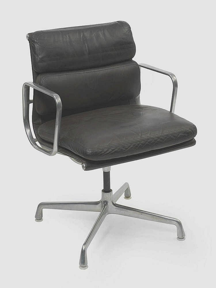 Charles et ray eames fauteuils dit soft pad - Chaises charles et ray eames ...