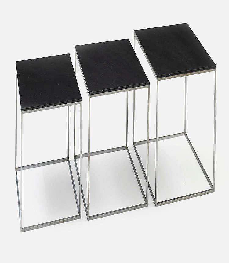 Poul kjaerholm 1929 1980 suite de trois petites tables gig - Table gigogne plexi ...