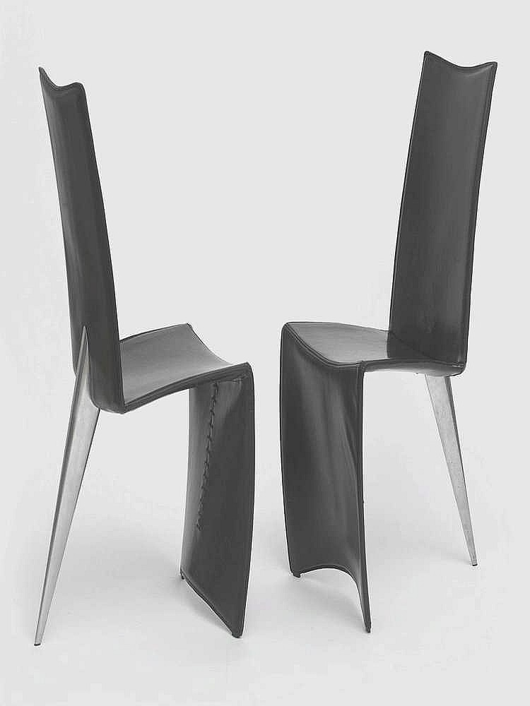 philippe starck n en 1949 paire de chaises s rie j lang. Black Bedroom Furniture Sets. Home Design Ideas