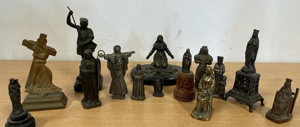 15 représentations en bronze, fonte, régule de la Vierge, de Saintes, d'Arcanges et de Christ.