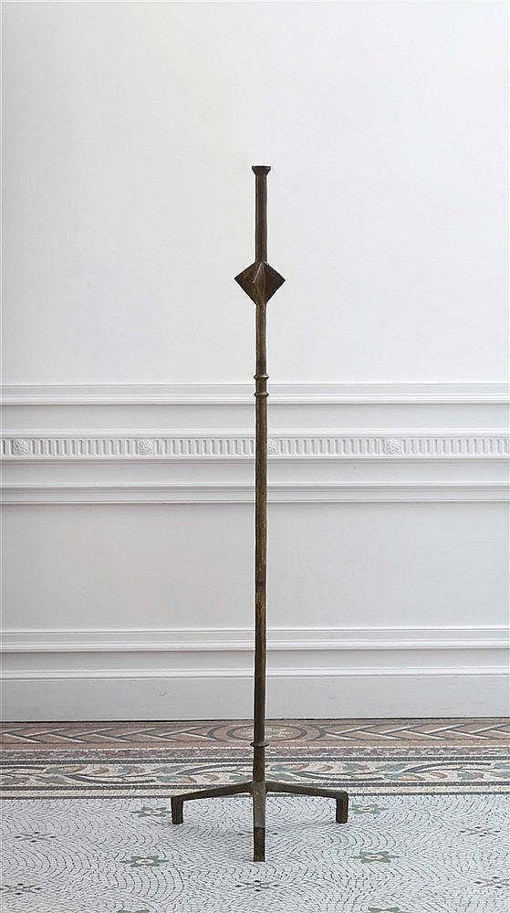 ALBERTO GIACOMETTI (1901-1966) LAMPADAIRE A L'ETOILE  Bronze à patine