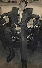 GEORGES HUGNET (1906-1974) SE FAIRE CUIRE UN OEUF Collage de photograp