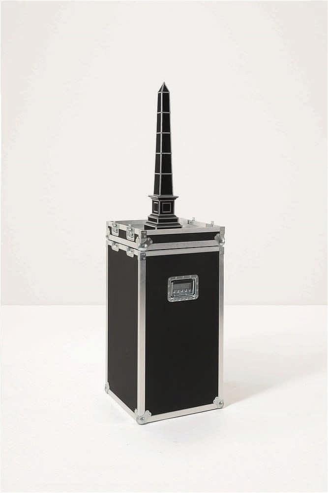 MICHAEL AERTS (né en 1979) Box 2, odalisque, 2007. Odalisque montée sur soc