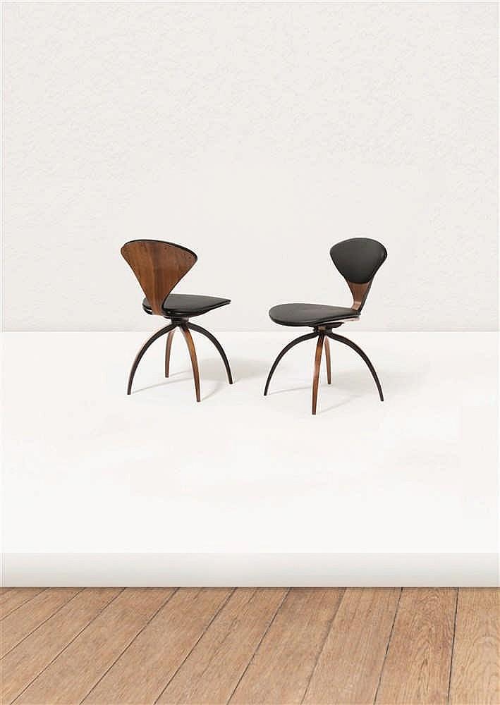 norman cherner 1920 1987 paire de chaises pivotantes fr ne. Black Bedroom Furniture Sets. Home Design Ideas