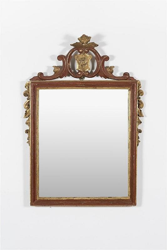 Miroir de forme rectangulaire en bois relaqu rouge et dor for Miroir dore rectangulaire