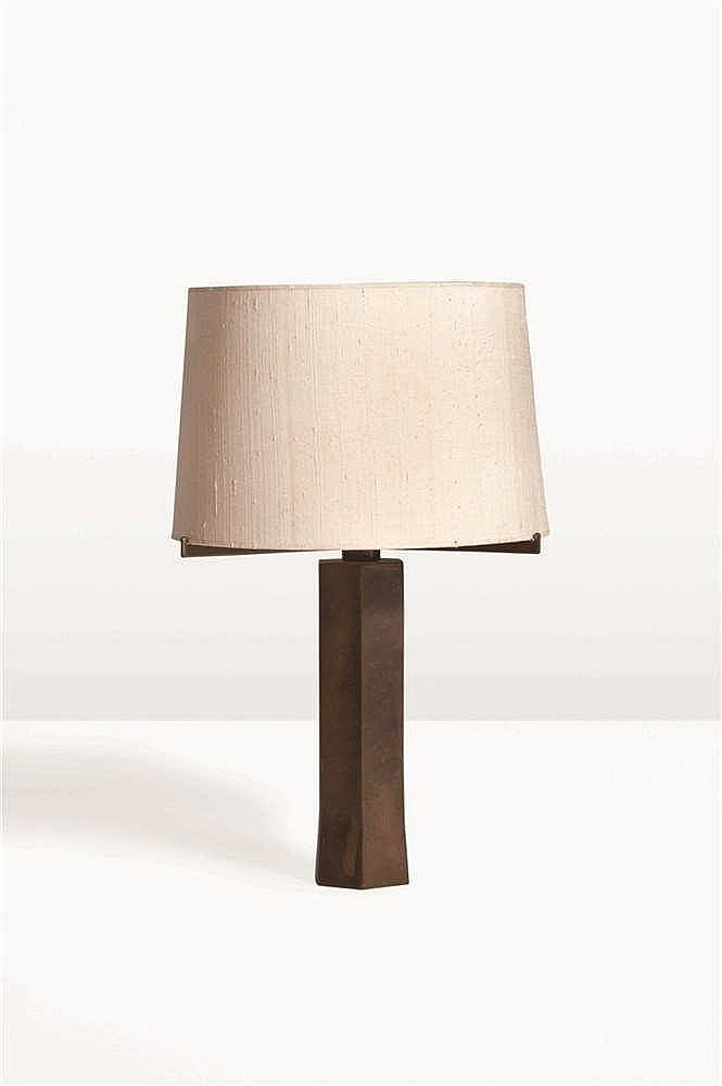 ANTOINE CALLEBAUT Lampe à poser Bronze brut. Tafellamp Ruw brons. Circa 197