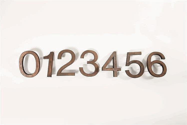 Jules Wabbes (1919-1974) Suite de 7 chiffres Bronze brut. 7 Cijfers Ruw bro