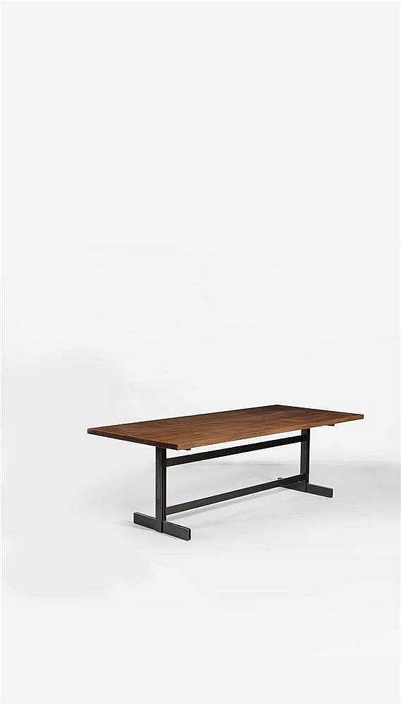 Jules Wabbes (1919-1974) Table à plateau de forme tonneau Wengé massif et p