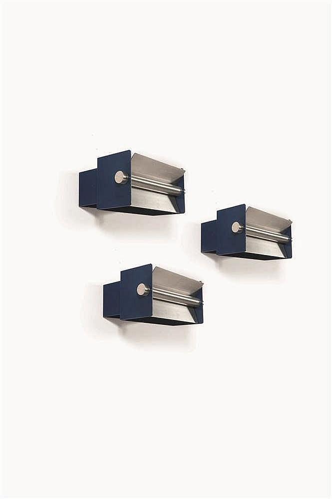CHRISTOPHE GEVERS (1928-2007)  Suite de trois appliques Métal laqué bleu et