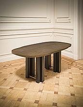 Christian Krekels (né en 1942) Table / Console Cuivre à décor de motifs m