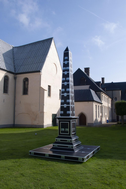 MICHAEL AERTS (né en 1979) The Obelisk, 2007. Vernis, huile sur bois, bois