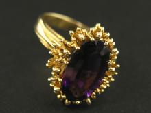Ring: schwerer Goldschmiedering mit Amethyst, Goldschmiedearbeit, um 1960